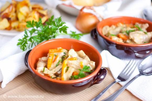 Сливочная курица с грибами и морковью
