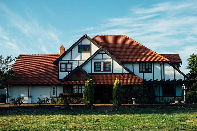 okrycia dachowe na budynkach o skomplikowanej konstrukcji warto wykonac z blachy modulowej