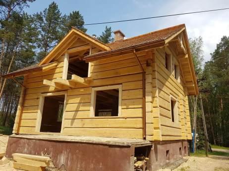 Proces budowy domu z bali