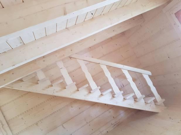 Proste schody drewniane