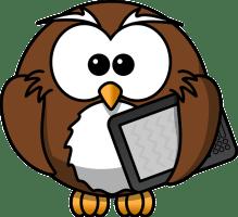 Braune Eule hält ein Ebook in der linken Hand
