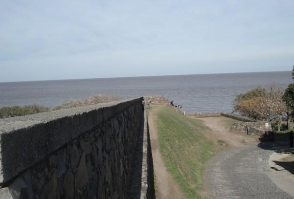 Vista do muralha final do forte para o Rio da Prata.
