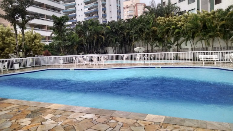piscina flat bertioga