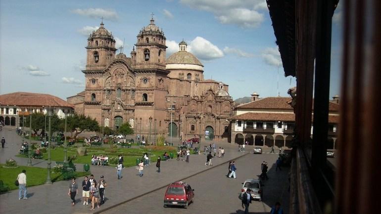 plaza armas cuzco peru