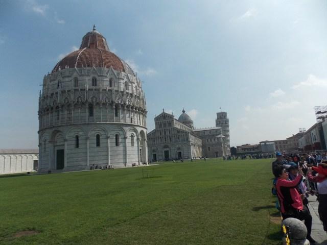 Essa foto resume a Pisa que eu vi e que a maioria também conhece.