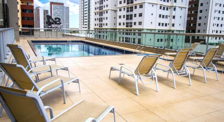 piscina hotel aguas claras