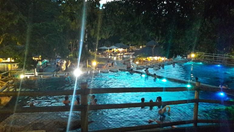 piscina noite parque das fontes pousada do rio quente