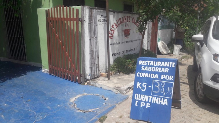 Restaurante de quilo perto do hotel Beira Rio