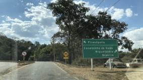 Primeira placa indicando Pirenópolis