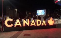 Letreiro Canadá, na base da CN Tower