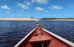 Canoa na travessia para Ponta do Corumbau