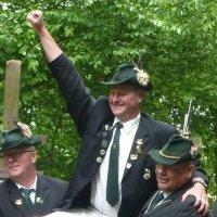 2013 Schützenkönig Wiggi von Königstal und Borussiaschal001