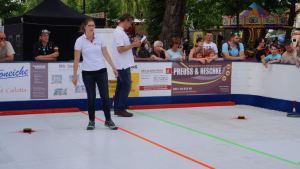 Stets mit Überblick, Humor und Geduld - das Team von B-Ice, die die Kunsteisbahn aufbauten, betreuten und das Turnier durchführten.