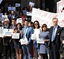 Abogados de justicia protestan para exigir al Gobierno subidas salariales
