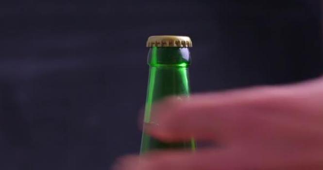 Condenada una cervecera por el estallido de una botella