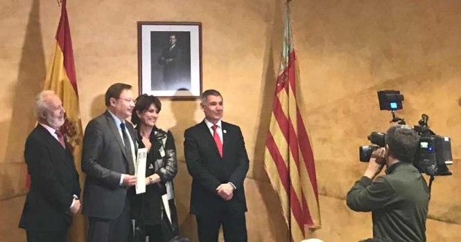 Magistrado Orduña recibió la Cruz de Honor de San Raimundo