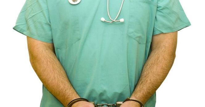 Dos hombres a prisión por ejercer ilegalmente la medicina