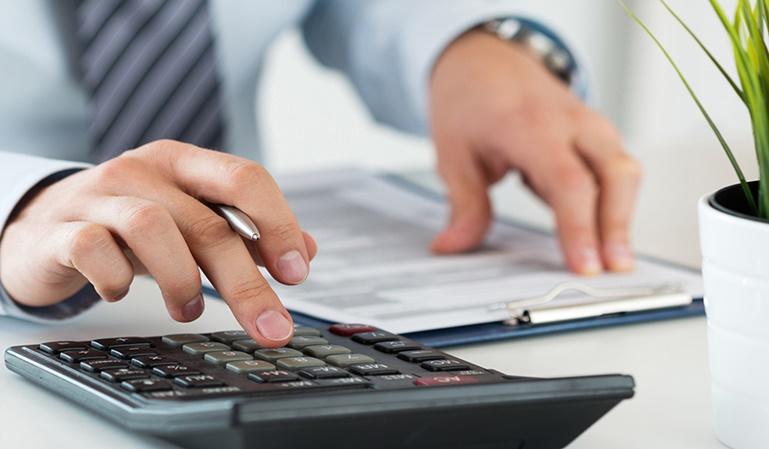 Los autónomos tienen que hacer varias declaraciones a lo largo del año: las trimestrales y la anual. De esa forma, equilibran el IVA ingresado con el IVA soportado.