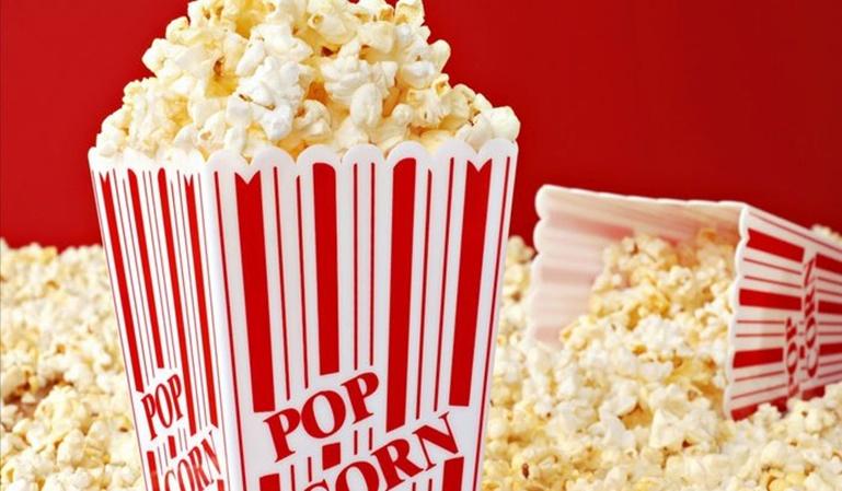 Multa a un cine por no dejar entrar con comida o bebida