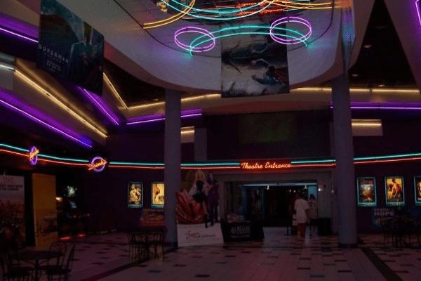 Regal Elmwood Center 16  Buffalo Theater  Stage