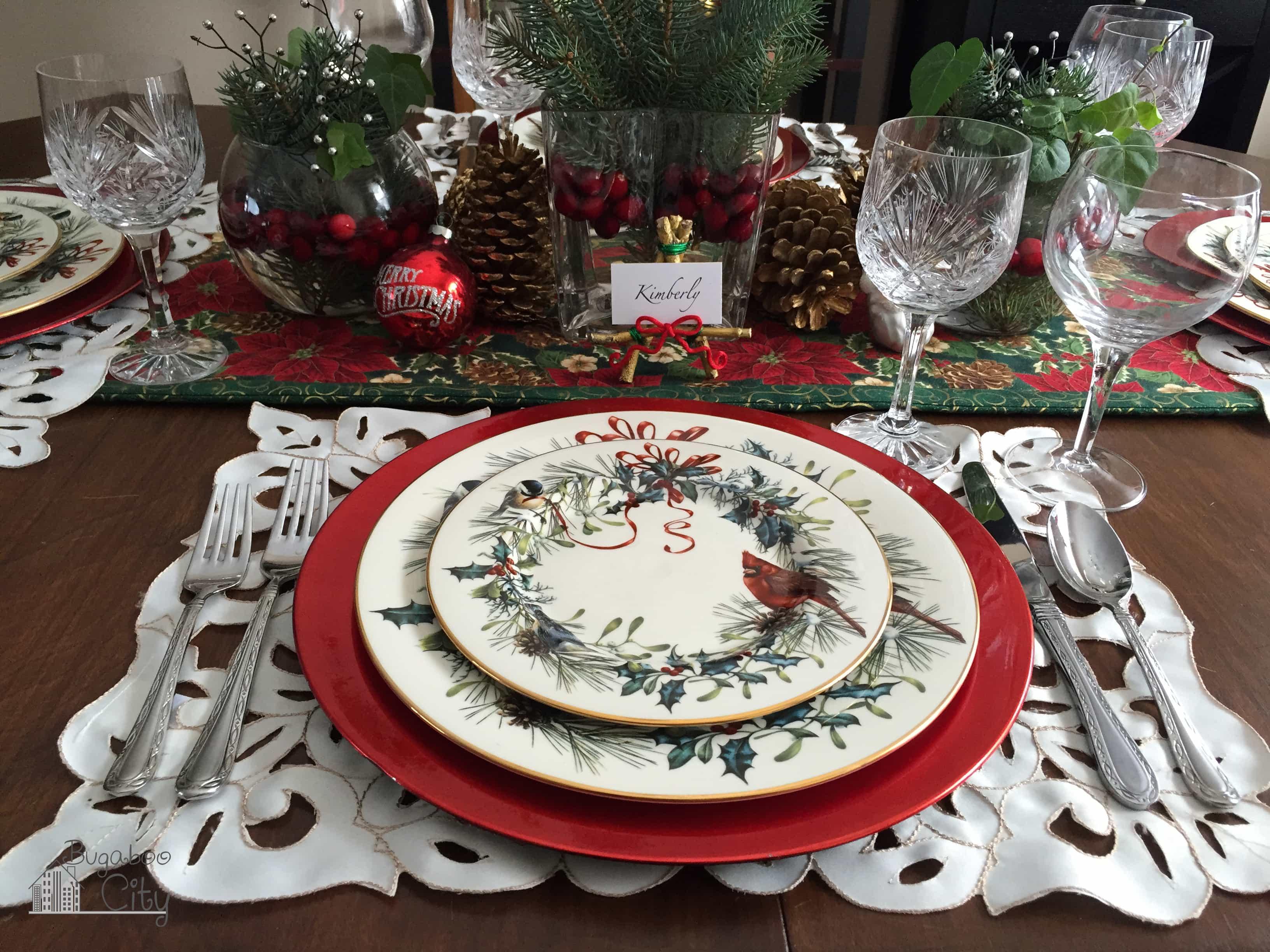 A Classic Christmas Table Bugaboocity