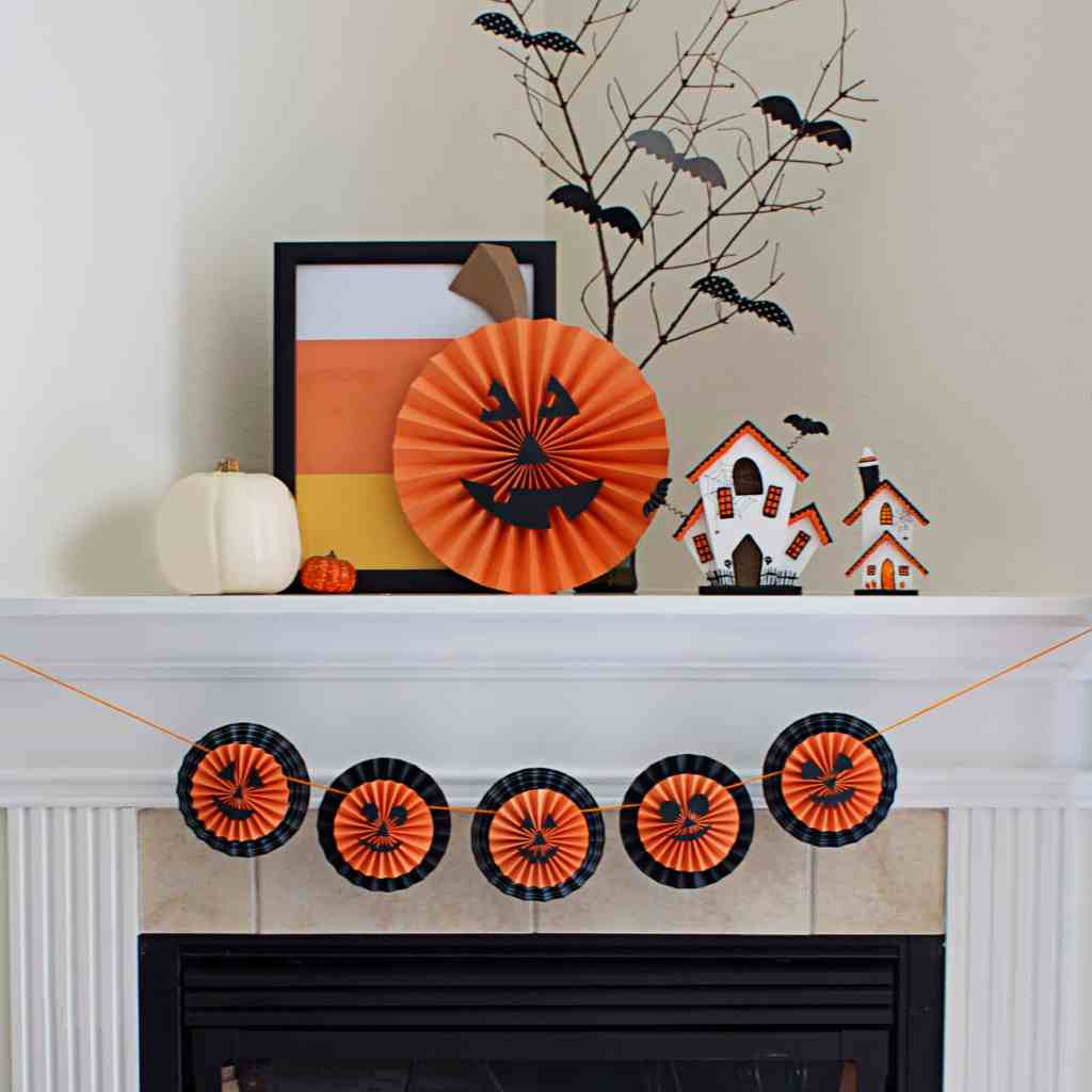 DIY Halloween Garland with pumpkin medalions