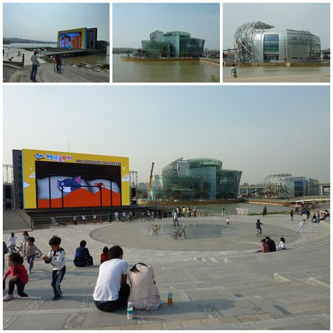Watching Cartoon Network at Banpo Hangang Park's Media Art Gallery