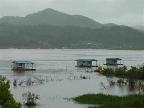 Floating fishing cabins - Yedang Reservoir