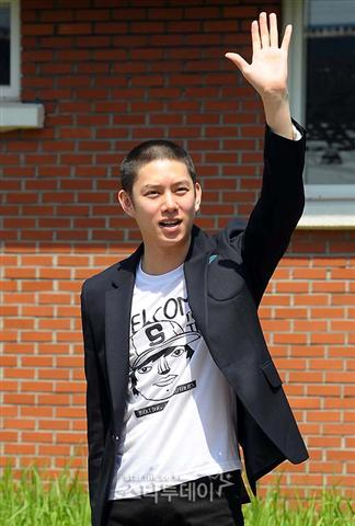 Kim Heechul says goodbye to fans
