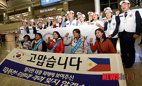 "Ladies of ""The 601 Habit"" thank the Korean Red Cross."