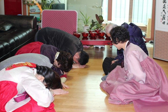 Greeting the elderly on Seollal