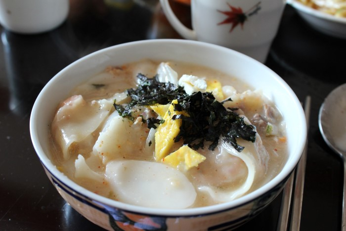 떡만두국 - rice cake and dumpling soup