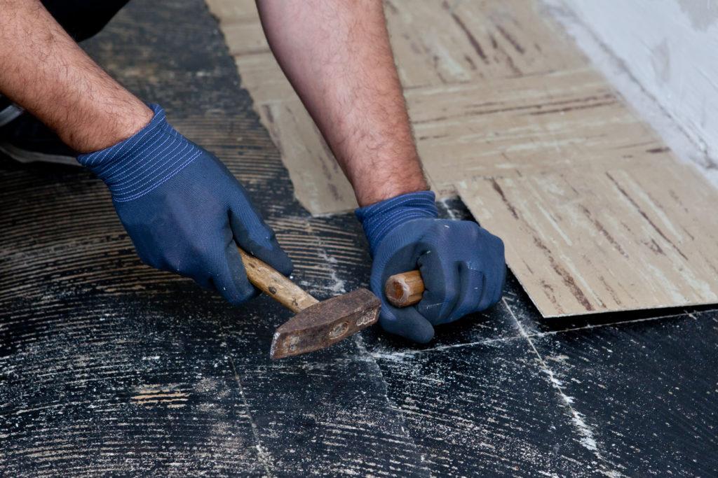 how to remove ceramic floor tiles