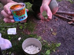 キャンプクッキングでナメコ汁を作る