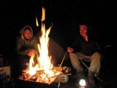 キャンプに焚き火は欠かせません