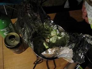 アルミホイルを敷いて、野菜を入れる
