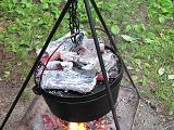蓋をして炭火を乗せる