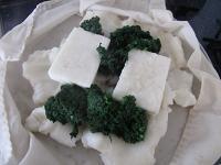 蒸し上がった上新粉に、餅・ヨモギを加える
