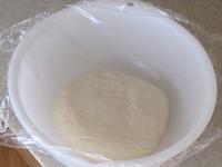 ボールに入れて1次発酵させる