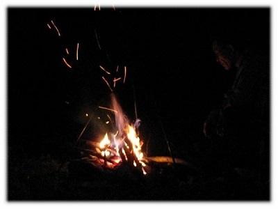 夜の焚き火
