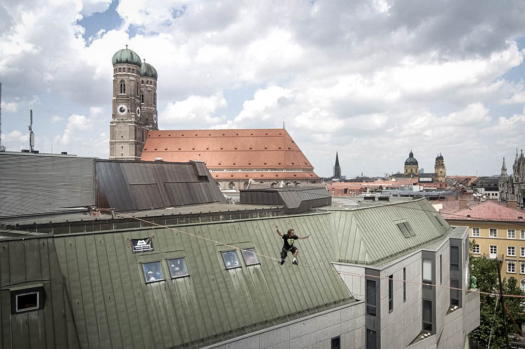 Chongo on a hundred foot highline between tall buildings , high over Munich, in Bavaria, Germany. (Photo by Heinz Zak)