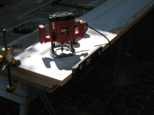 Skil router to mortise hinges with mortising jig