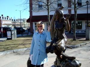 Alexandra Williams with witch Elizabeth Montgomery Statue Salem, MA