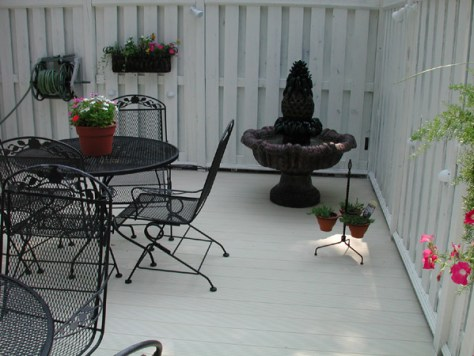 LockDry Aluminum decking small courtyard