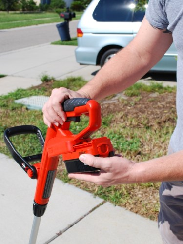 String Trimmer Review :: Battery Pack Black and Decker Grasshog