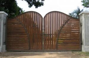 Winged Driveway Gate image via Justin Krutz