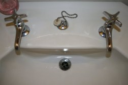 single tap bathroom faucet via DIYShowOff
