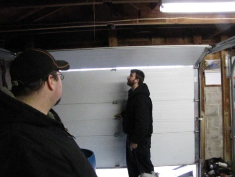 placing the door bracket Genie PowerMax 1500