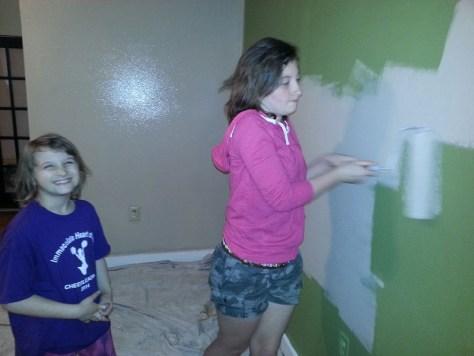little girls painting