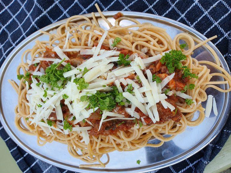 Verrassende spaghetti van het kampvuur